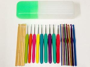 A set of 22 crochet hooks. Sizes (Bamboo): 3mm, 3.5mm, 4mm, 4.5mm, 5mm, 6mm. (Soft Grip): 2.5mm, 3mm, 3.5mm, 4mm, 4.5mm, 5mm, 5.5mm, 6mm. (Color Aluminum): 2.5mm, 3mm, 3.5mm, 4mm, 4.5mm, 5mm, 5.5mm, 6mm.  Comes in hook case. Brand ICE, acs-1214