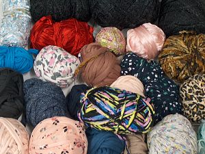 Leftover Yarns In this list; you see most recent 50 mixed lots. <br> To see all <a href=&/mixed_lots/o/4#list&>CLICK HERE</a> (Old ones have much better deals)<hr> Brand Ice Yarns, fnt2-70999